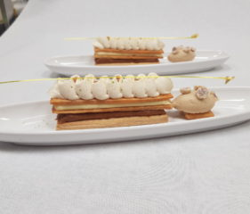 millefeuille dessert à l'assiette